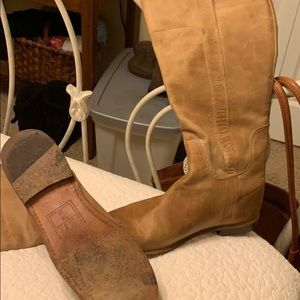 Women size 8 Frye Solid Leather Boots 🥾